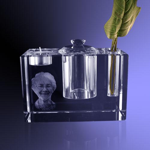 3d Glazen Kubus.3d Gezicht Van Bestaande Portretfoto In Kristal Een Mooie Dierbare
